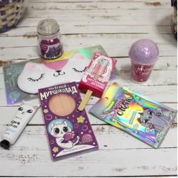 Подарочный набор в корзине для девушки