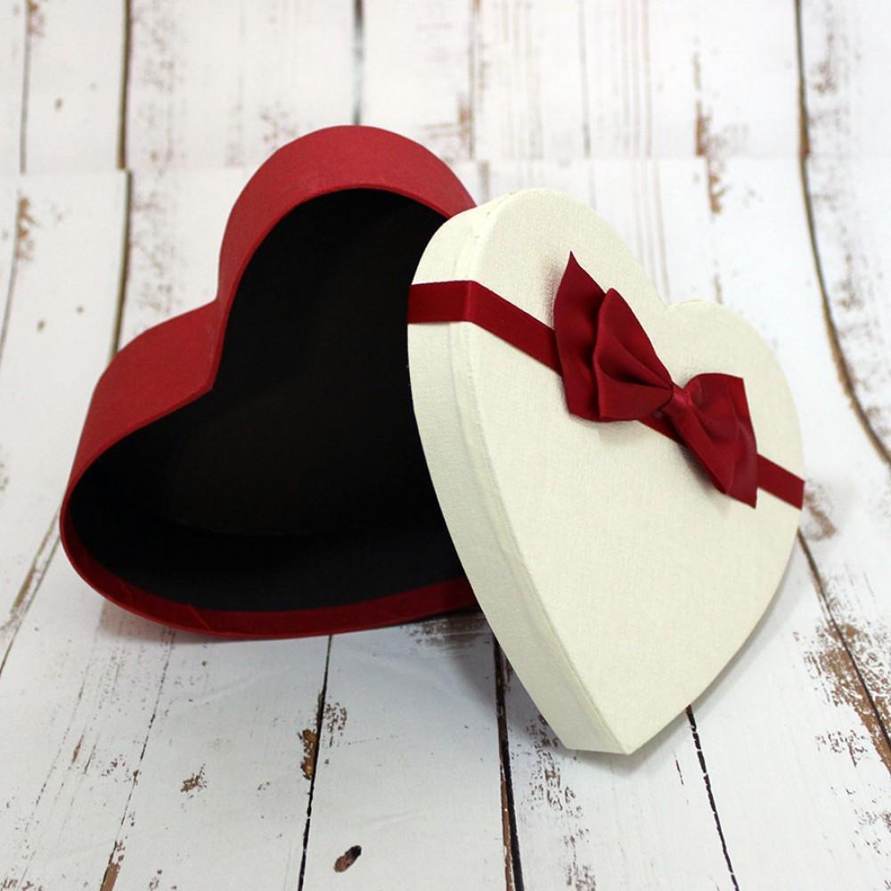 Подарочная коробка в форме сердца S