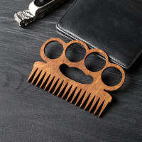 Расческа для бороды и усов «Кастет»