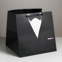 Квадратный пакет «Костюм», 30 × 30 × 30 см