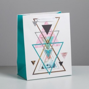 Пакет подарочный «Треугольники» 18 × 23 × 10 см